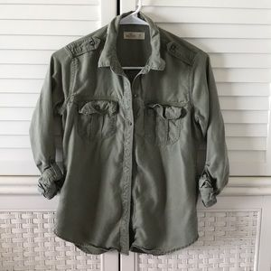 Hollister army green button up shirt xs l/s